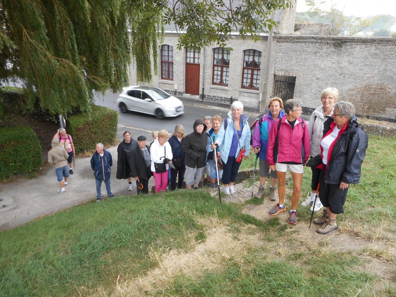 Les remparts et la ville de BERGUES (4)